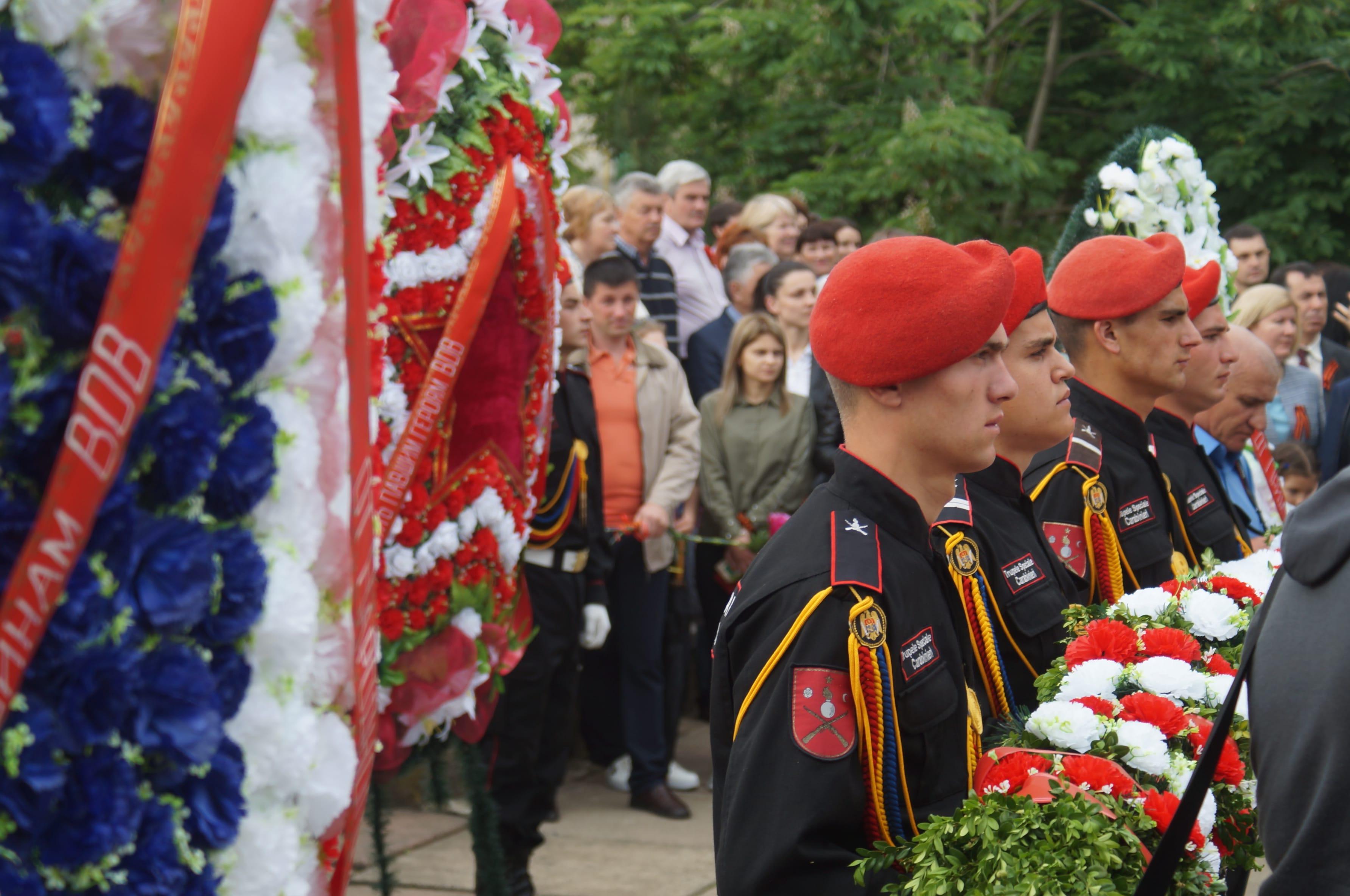 Тысячи комратчан пришли к Мемориалу славы 9 мая (фоторепортаж)