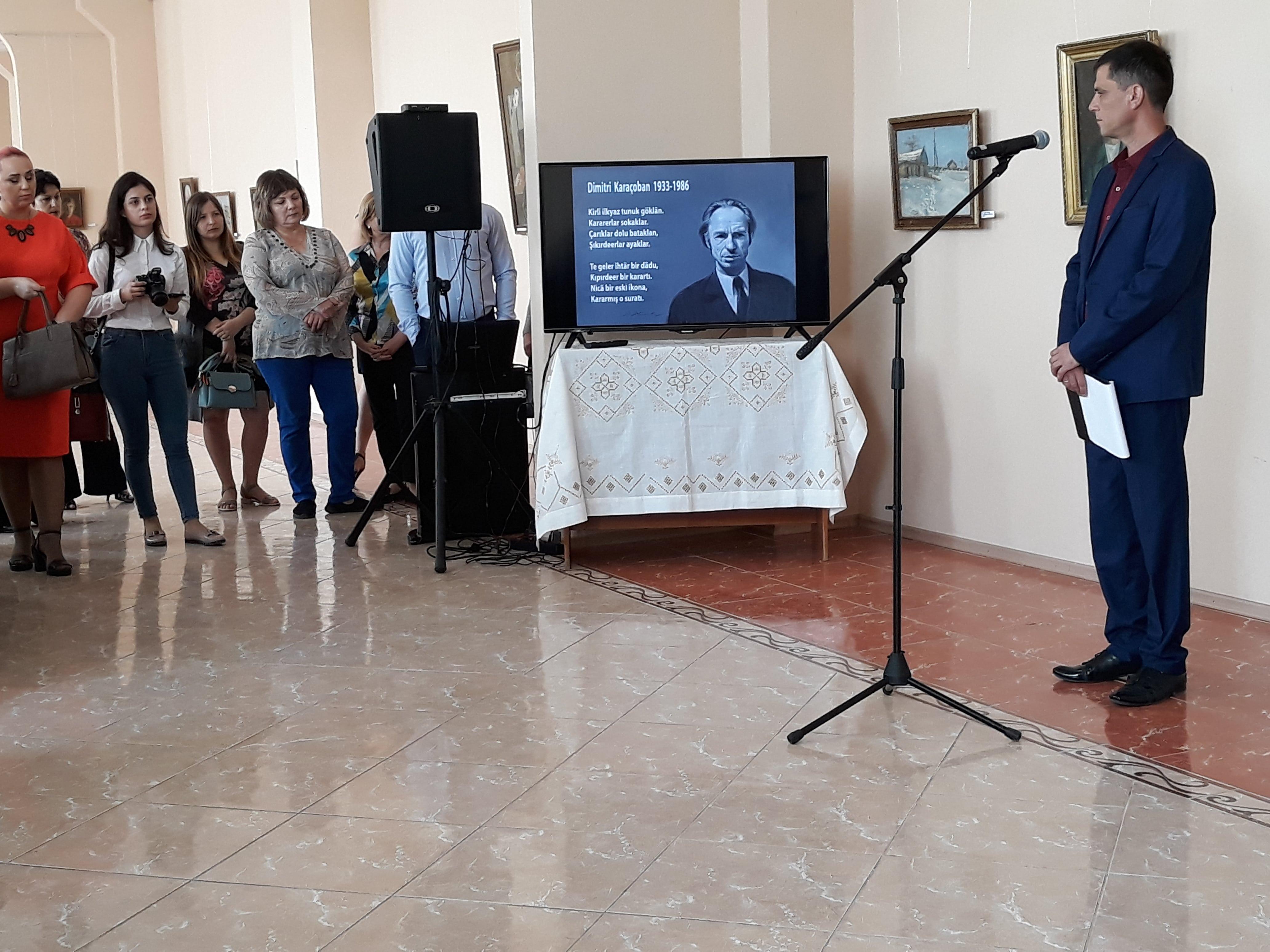 Ценители творчества Дмитрия Карачобана посетили открытие выставки его работ в Комрате