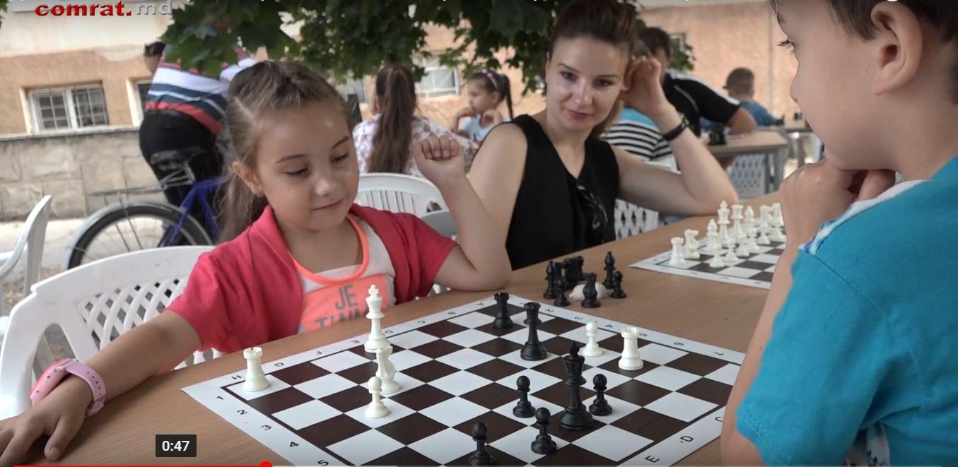 День шахмат в Комрате встретил большой интерес со стороны жителей города