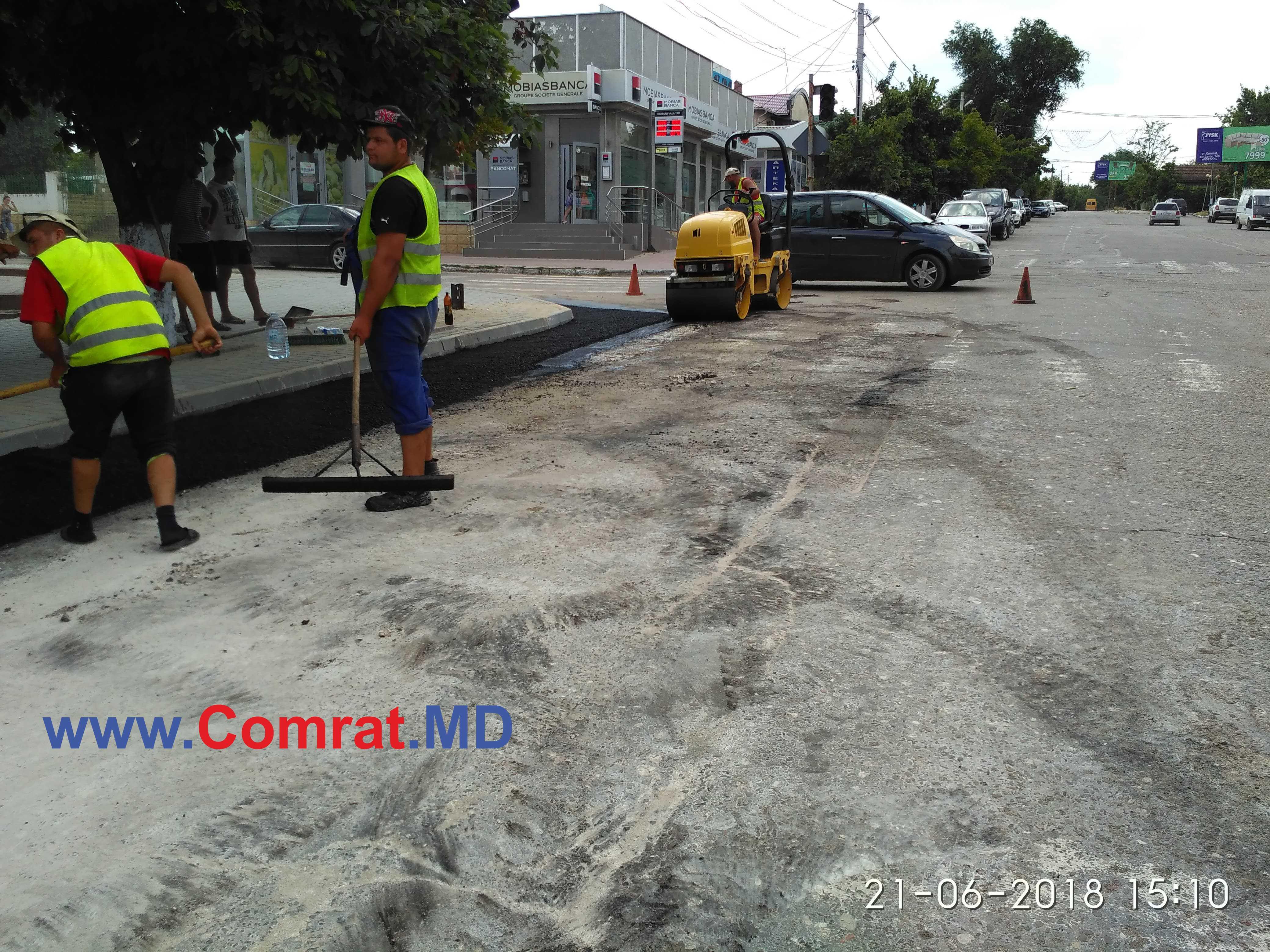 Продолжаются работы по ремонту дороги на ул.Третьякова м.Комрат(фоторепортаж)