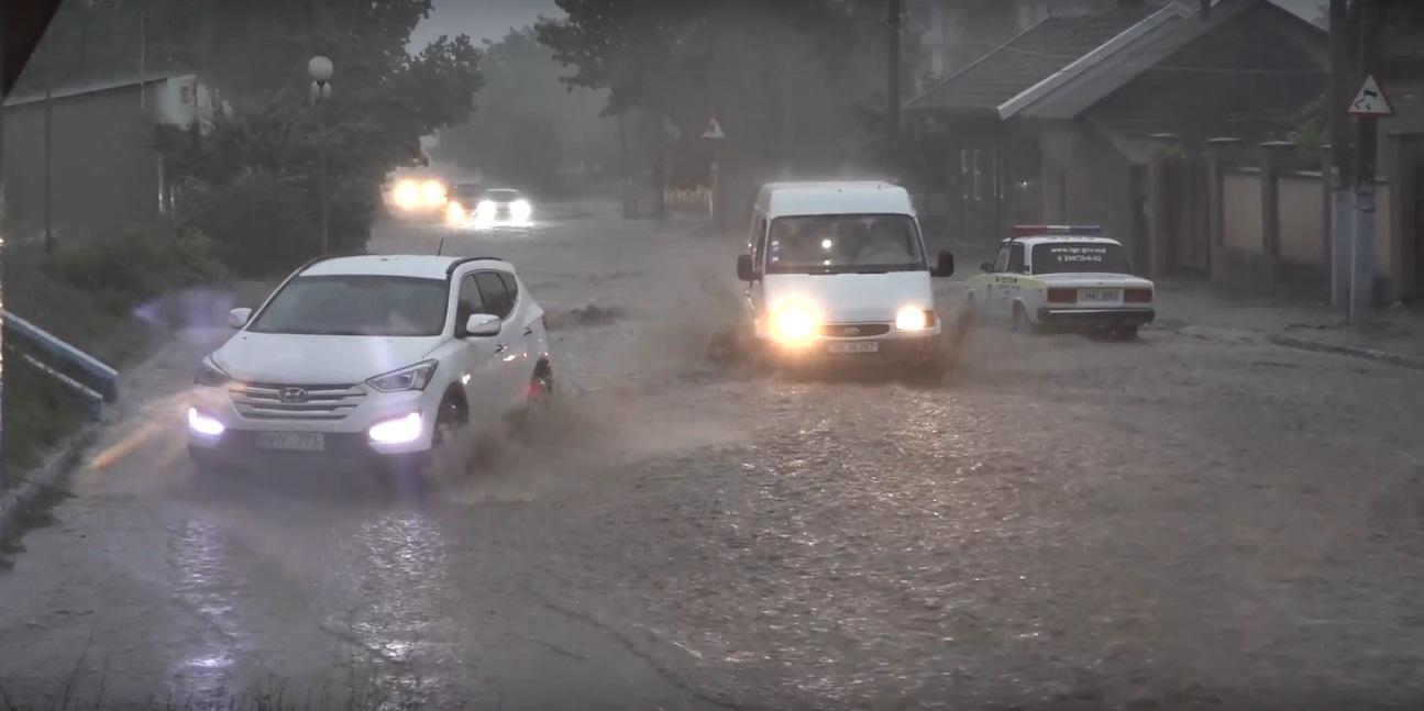 Сильный ливень с градом прошел в Комрате вечером 22 июня