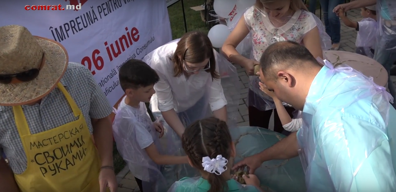 В Комрате прошла акция по укреплению взаимоотношений между детьми и родителями.